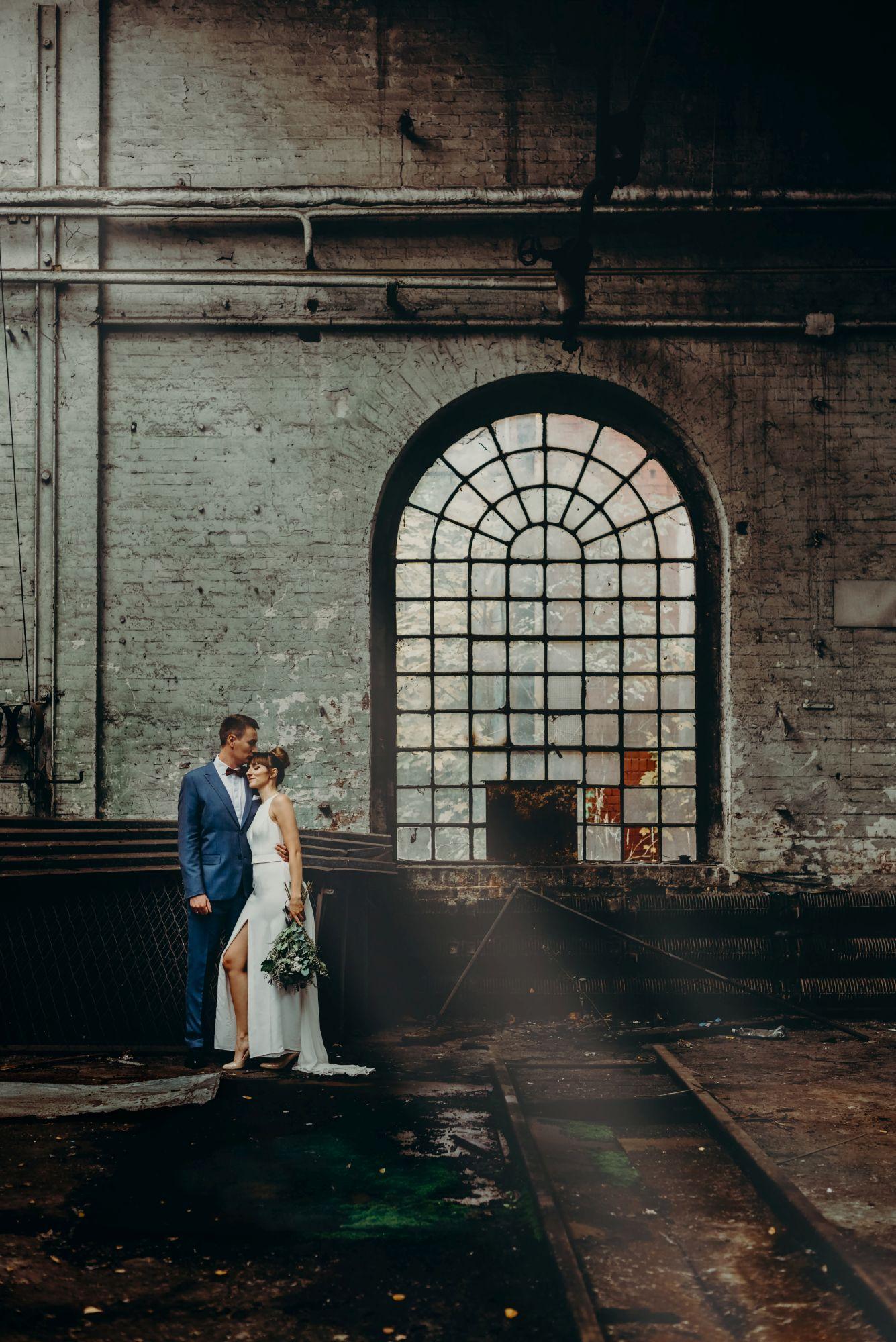 Sesja ślubna industrialna